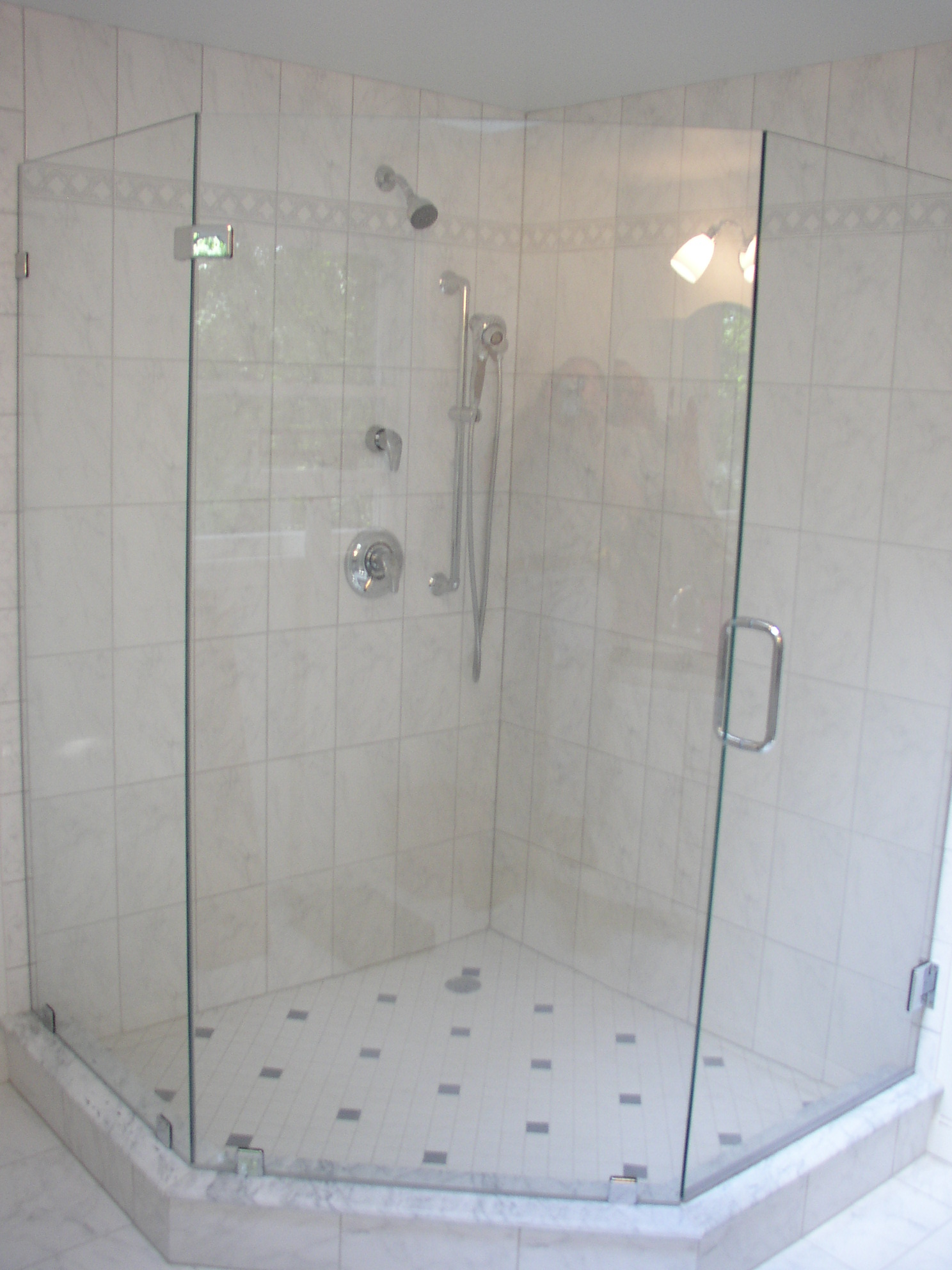 Neo shower door shower doors gallery modern glass for Modern glass designs